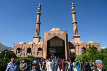 Mortífera explosión en una mezquita rompe la tregua en Afganistán