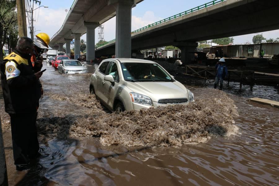 Fuga de agua en Cuemanco, afecta a varias colonias en Iztapalapa y Tláhuac