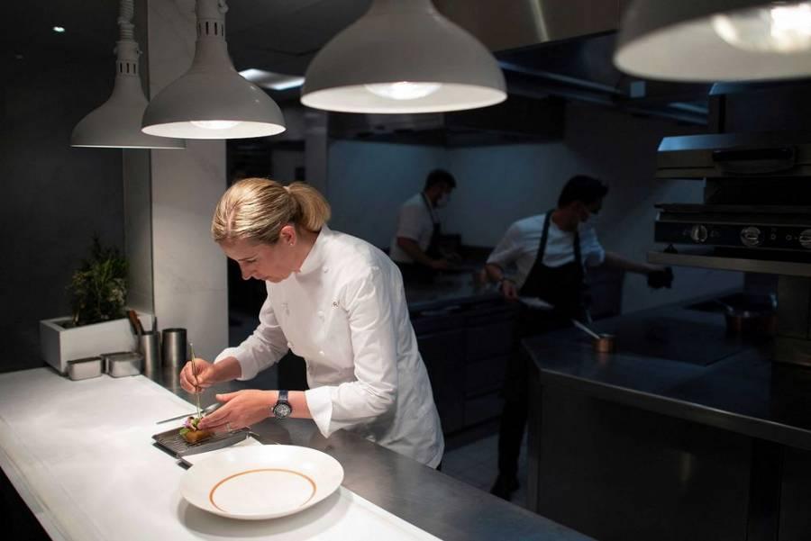 La chef Clare Smyth reabre las puertas de su restaurante