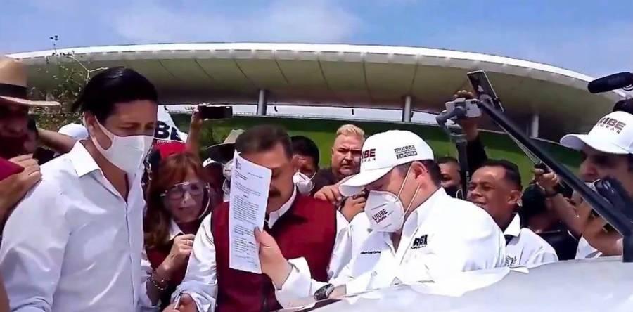 Morenistas firman documento para suspender servicios de Uber y DiDi en Guadalajara