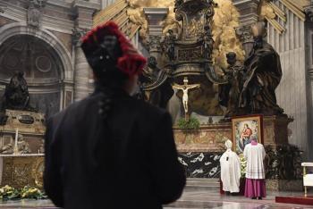 En una misa, el papa Francisco pide la paz por Birmania