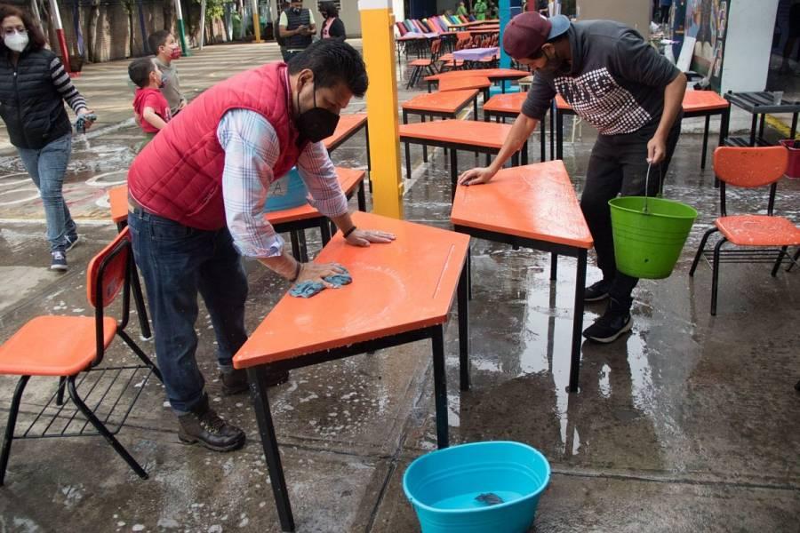 Inician labores de limpieza en escuelas de la CDMX