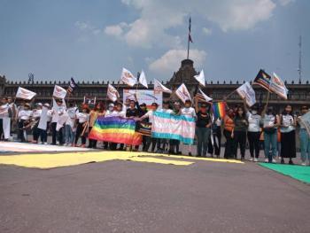 Por derechos de comunidad LGBTQ+, candidatas y candidatos de Movimiento Ciudadano se manifiestan en el Zócalo
