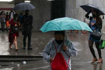 Lluvia en la CDMX afecta a cuatro líneas del Metro