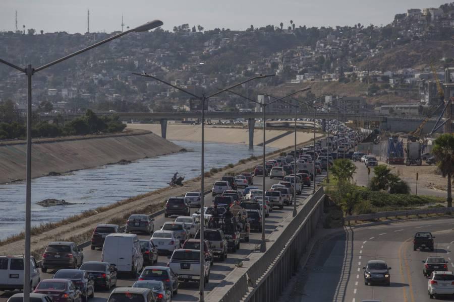 México mantiene restricciones en cruces terrestres no esenciales hasta el 21 de junio