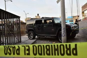 Hallan nueve cuerpos acribillados dentro de camioneta en Zitácuaro, Michoacán