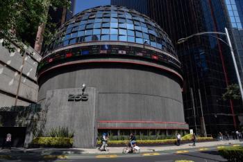 Bolsa mexicana sube 0.85% a 49,789.31 puntos