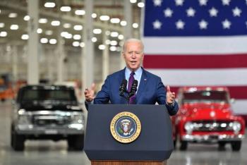 Biden impulsa autos eléctricos para reactivar la economía estadounidense