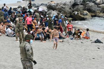 Aumenta migración de africanos a España; 7 mil llegaron nadando