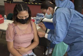 Arranca vacunación de maestros contra COVID-19 en CDMX