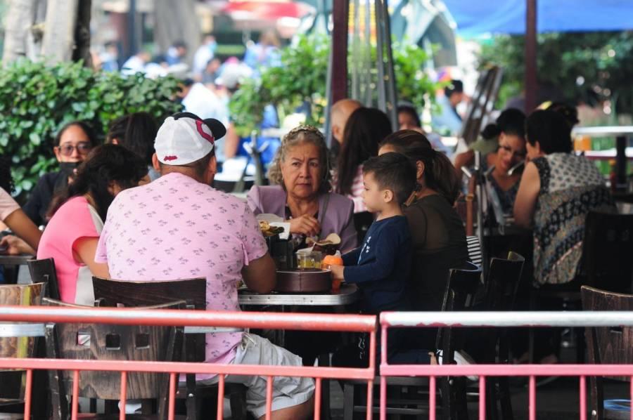 Muchas familias siguen reuniéndose, a pesar de la nueva realidad, dice sicóloga