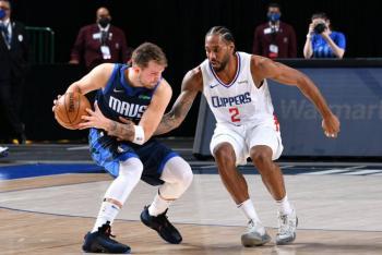 Los Mavericks vencen a Clippers en el arranque de los playoffs