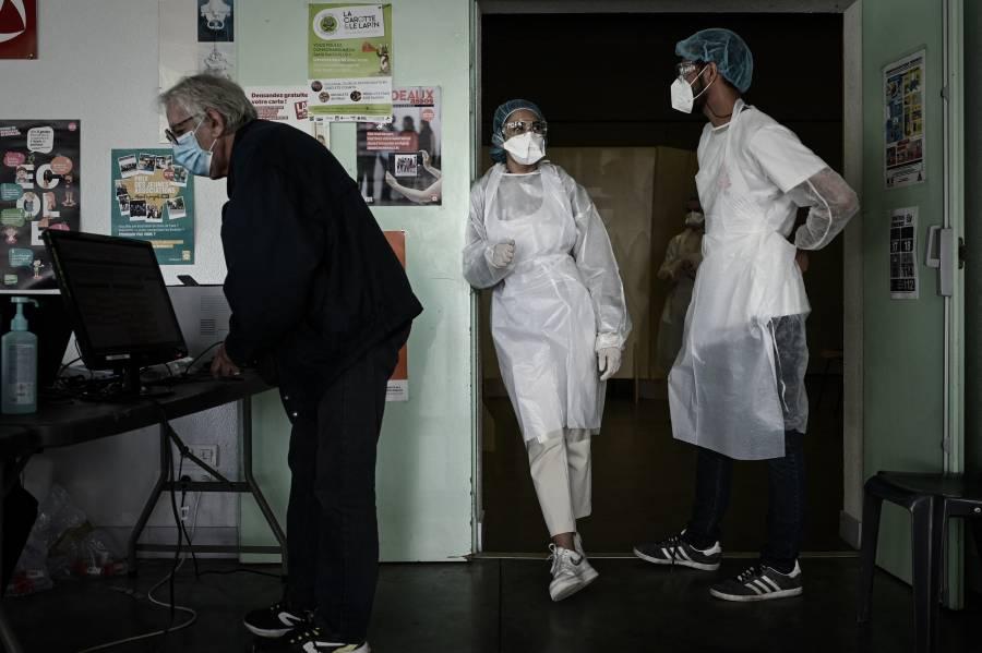 Francia reporta menos de 10 mil contagios de Covid-19