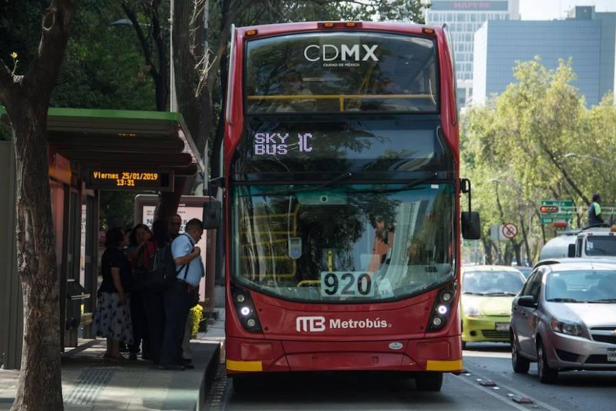Opera metrobus de L7 con mobiliario irregular