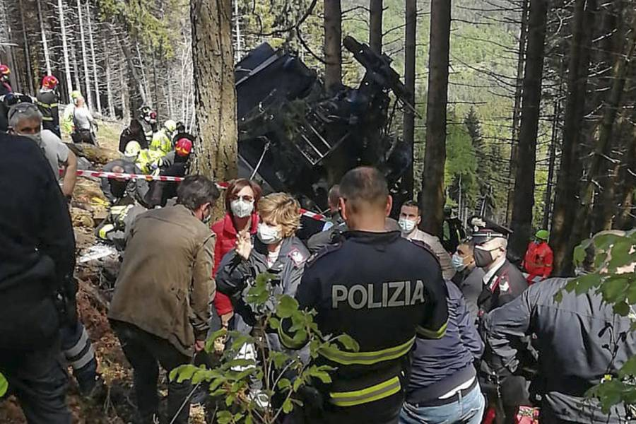 Al menos 13 muertos deja caída de teleférico en Italia