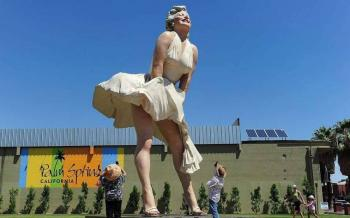 Piden retirar estatua de Marilyn Monroe por considerarla misógina