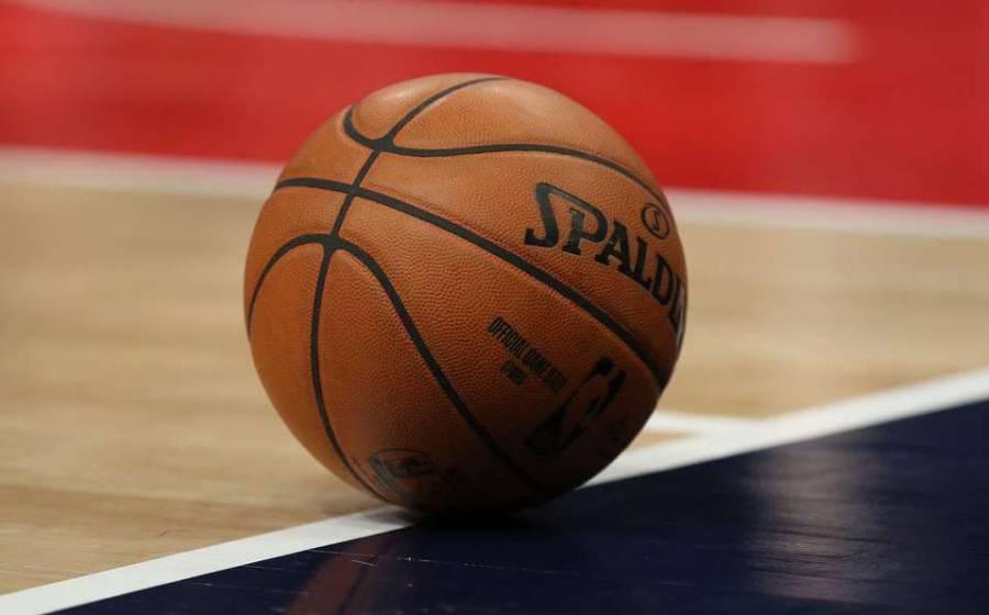 Tres equipos de la NBA vetan a aficionados por graves provocaciones a rivales