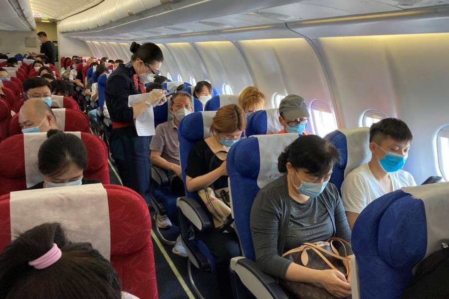 Multarán en EEUU a quienes se rehusen a portar cubreboca en los aviones