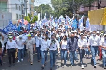 Para salvar al país de Morena, Tabe y Zavala marchan en las calles de la CDMX