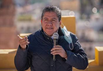 David Monreal firma pacto de austeridad por la transformación de Zacatecas