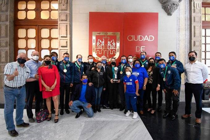 Tras coronarse en la Liga MX, Claudia Sheinbaum recibe al Cruz Azul