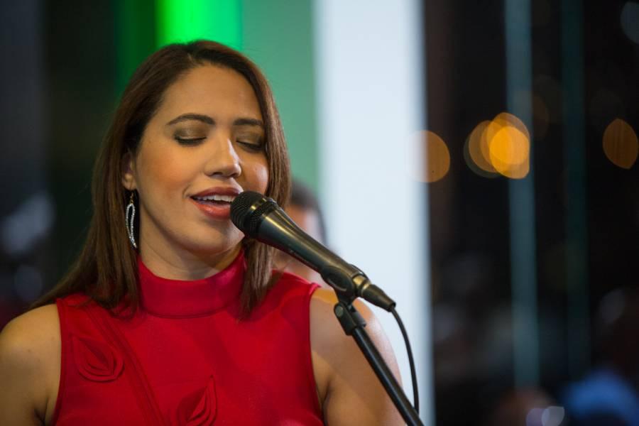 "Dominicana Sabrina Estepan estrena álbum ""SE"", un paseo por ritmos tropicales"