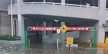 Fuertes lluvias provocan inundaciones en hospital de Ecatepec y Plaza Aragón