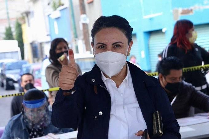 Rocío Barrera acude a votar en la alcaldía Venustiano Carranza