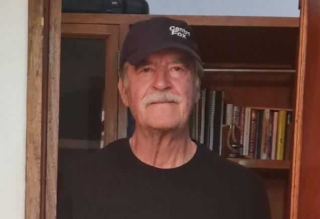 """Vicente Fox acudió a votar vestido de negro por el sepelio de """"ya saben quien"""""""