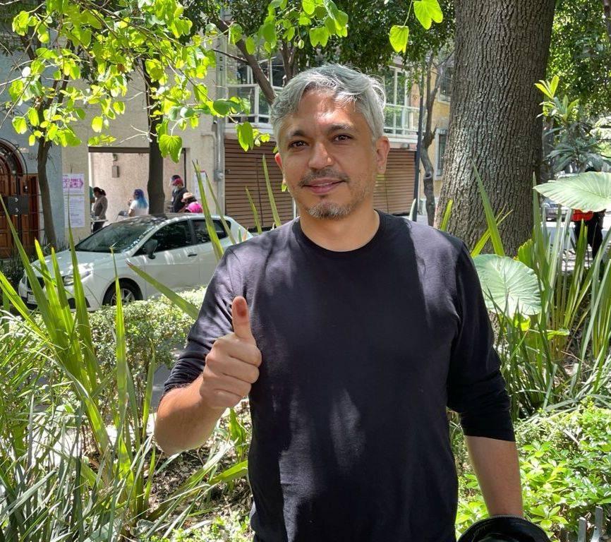 José Luis Rodríguez, candidato a diputado por Morena, acude a votar en Cuauhtémoc