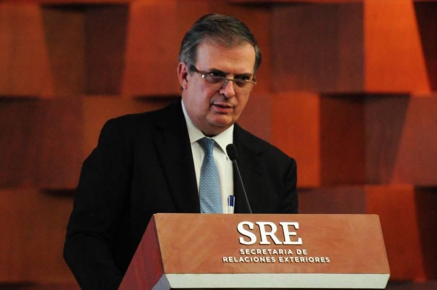 Marcelo Ebrard emite su voto; agradece a funcionarios de casilla