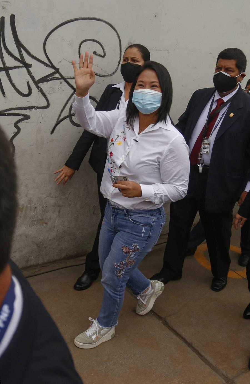 Sondeo a boca de urna en Perú da 50,3% a Fujimori y 49,7% a Castillo