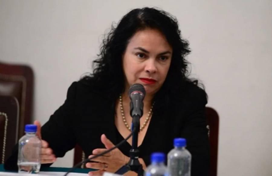 Margarita Saldaña emite su voto en Azcapotzalco
