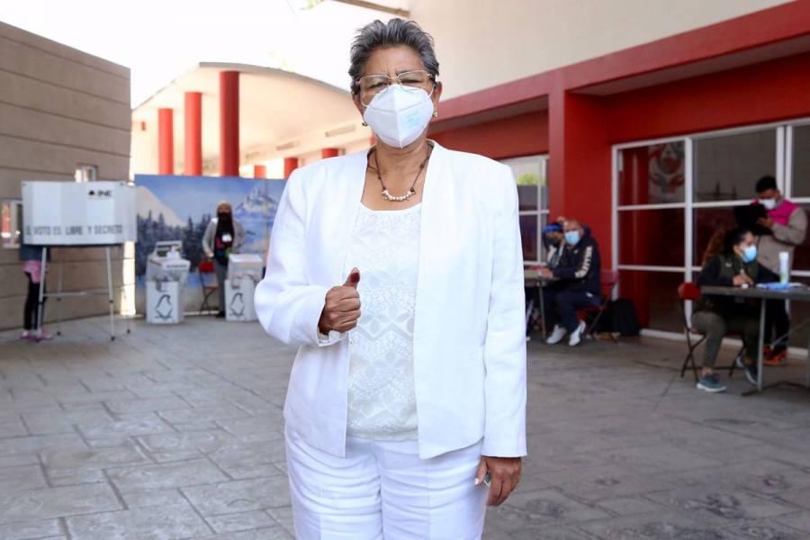 María del Carmen Pacheco vota en la Gustavo A. Madero