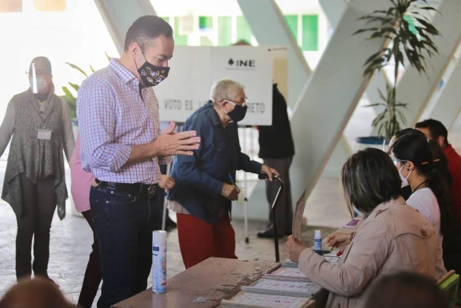 Asisten candidatos a gubernatura de Michoacán a emitir su voto