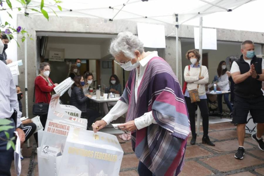 La titular de Gobernación, Olga Sánchez Cordero emitió su voto