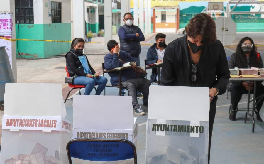 Titular de la SEP acude a votar en el municipio de Texcoco