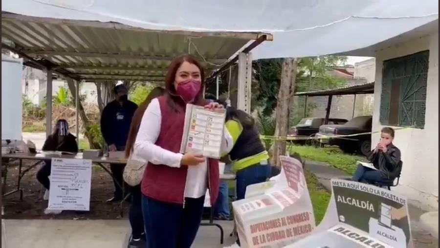 Berenice Hernández Calderón, candidata de Morena en Tláhuac emite su voto