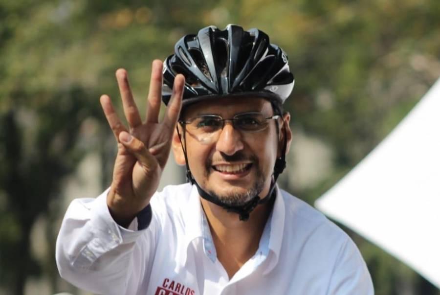 Carlos Castillo, candidato de Morena, acude a votar en Coyoacán