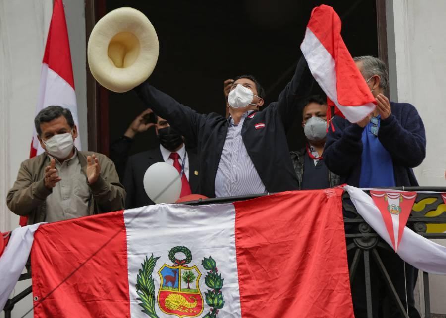 Voltereta en Perú, Castillo encabeza votaciones presidenciales