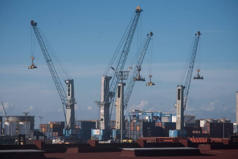 Entrega SCT a la Armada control de puertos