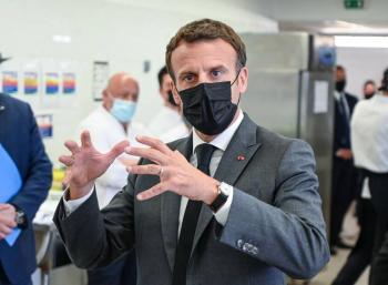 VIDEO: Un hombre abofetea a Emmanuel Macron en el sur de Francia
