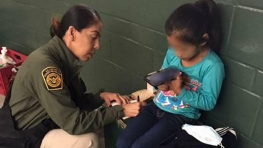 En frontera con México, niña de migrante de 5 años es rescatada por la CBP