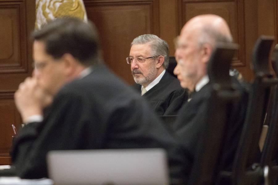 Desecha Corte controversia del INE sobre consulta de juicio a expresidentes
