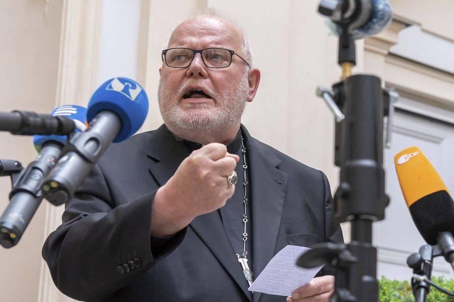 Papa Francisco rechaza dimisión de cardenal que denunció la gestión de los abusos sexuales