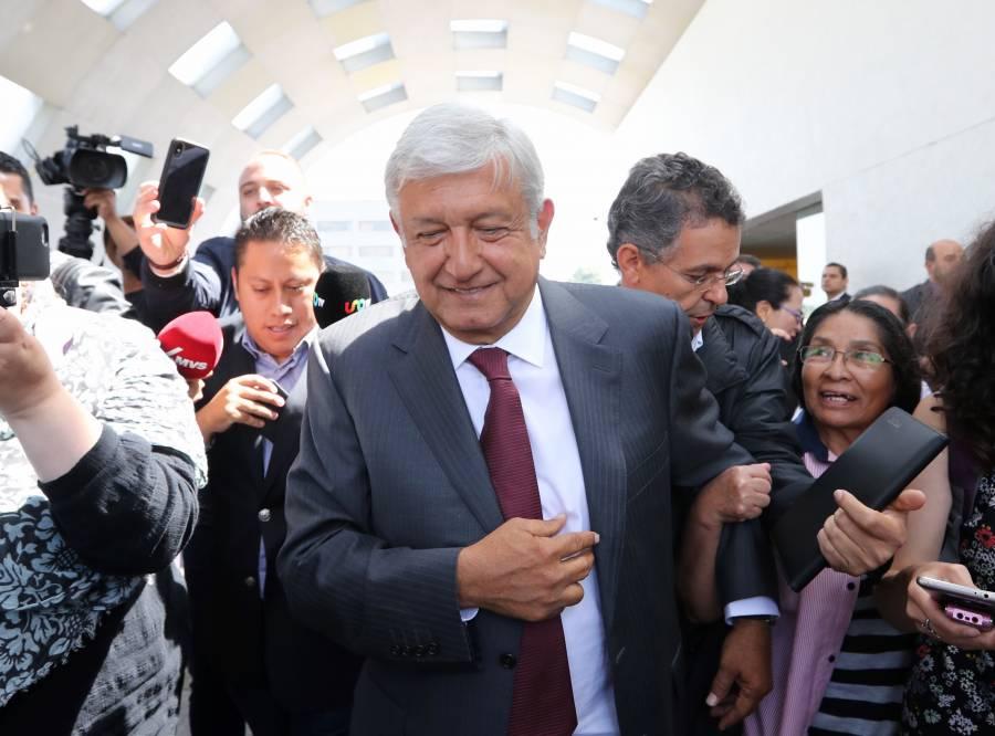 AMLO se reúne con empresarios, entre ellos Claudio X González