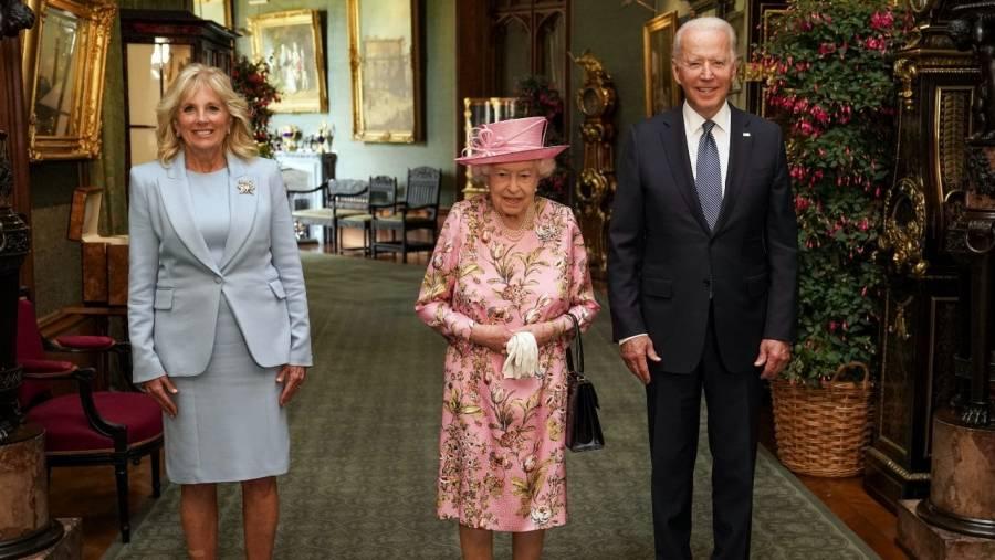 Reina Isabel II recibe a Biden y su esposa en el Castillo Windsor