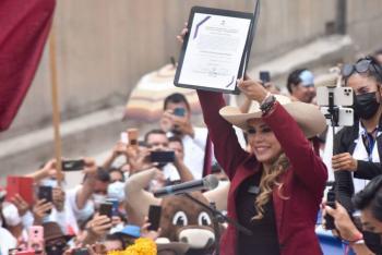 """Llama """"La Gobernatora"""" a dejar las diferencias; entregan constancia como mandataria de Guerrero"""