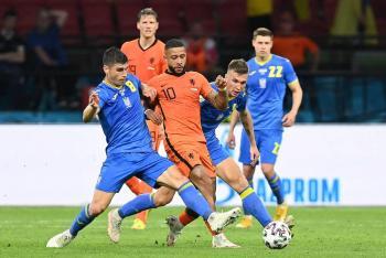 Se complica Holanda, pero consigue el triunfo ante Ucrania