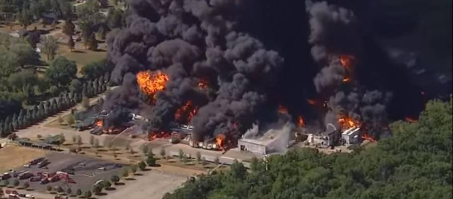 Incendio en planta de químicos en Illinois, evacúa a mil personas